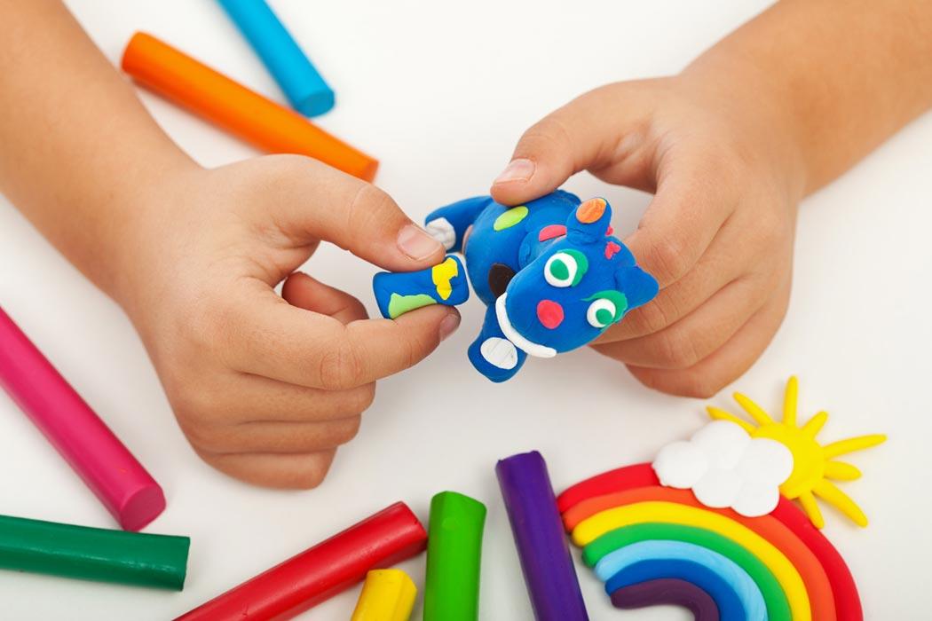 Nella manipoalzione si perfeziona l'attività motoria delle mani.