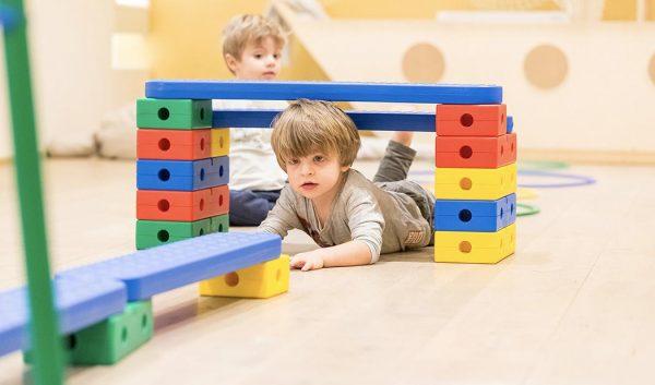 Psicomotricità: percorsi sensoriali in cui sperimentare il movimento.